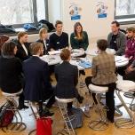 """Der große Andrang am Tisch der Berliner Energieagentur zeigt, dass """"grüne Jobs"""" hoch im Kurs stehen. ©Berliner Energieagentur, Dietmar Gust"""