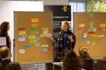 """Hier ein Konzept für einen nachhaltig agierenden Supermarkt, der Arbeitsplätze für Flüchtlinge bietet und komplett ohne Kühlung auskommt. Foto: ClubE-Event """"Unternehmensgrün(d)ung"""" am Heldenmarkt © Berliner Energieagentur, Dietmar Gust"""