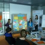 Im Anschluss stellten die Teilnehmerinnen ihr Konzept vor den anderen Mädchen vor. Foto: Berliner Energieagentur