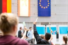 Im Anschluss durften die Teilnehmenden abstimmen, welche der drei Forderungen in die nächste Runde kommen soll. Foto: Berliner Energieagentur