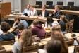 Danny Freymark (CDU), Michael Schäfer (Bündnis 90/Die Grünen), Daniel Buchholz (SPD) und Harald Wolf (Die Linke) v.l.n.r haben über die Forderungen der Schülerinnen und Schülern diskutiert. Foto: Berliner Energieagentur