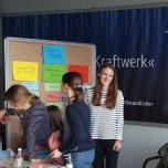 Bei einem anschließenden Workshop entwickelten die jungen Energiesparberaterinnen ein Konzept für eine energiesparende und klimafreundliche Shoppingmall. Foto: Berliner Energieagentur