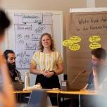Im Rahmen von Workshops wurden die Jugendlichen dazu angeleitet, Forderungen für die klimaneutrale Stadt zu erstellen. Foto: © Berliner Energieagentur, Dietmar Gust