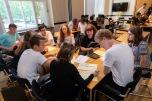 Gar nicht so einfach, sich auf eine zentrale Forderung zu einigen. Die Jugendlichen müssen Kompromisse finden. Foto: © Berliner Energieagentur, Dietmar Gust