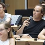 Die Jugendlichen kommentieren und diskutieren die entwickelten Forderungen der Teilnehmenden kritisch. Foto: © Berliner Energieagentur, Dietmar Gust