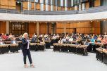 Regine Günther, Senatorin für Umwelt, Verkehr und Klimaschutz zeigte auf, welche Ziele Berlin in den kommenden Jahren in der Klimaschutzpolitik erreichen will. Foto: © Berliner Energieagentur, Dietmar Gust
