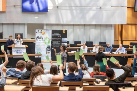 Abstimmung: Halten die Jugendlichen an Ihrer Forderung auch nach der Kommentierung durch die Politiker fest? Foto: © Berliner Energieagentur, Dietmar Gust